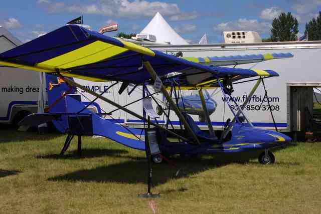 Two Place Ultralight Aircraft http://www.lightsportaircraftpilot.com/EAA_airventure_2005/freebird.html